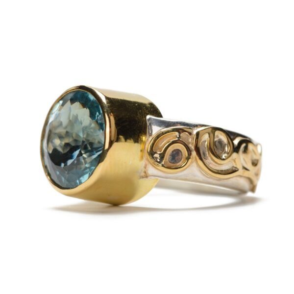 Handmade-Ring-XXL-blue-topaz-set-in-gold, ring-silver-with-gold-curls1